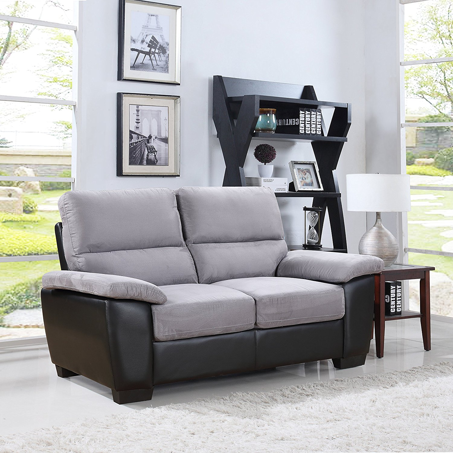 This affordable leather sofa from Divano is an aesthetically pleasing one